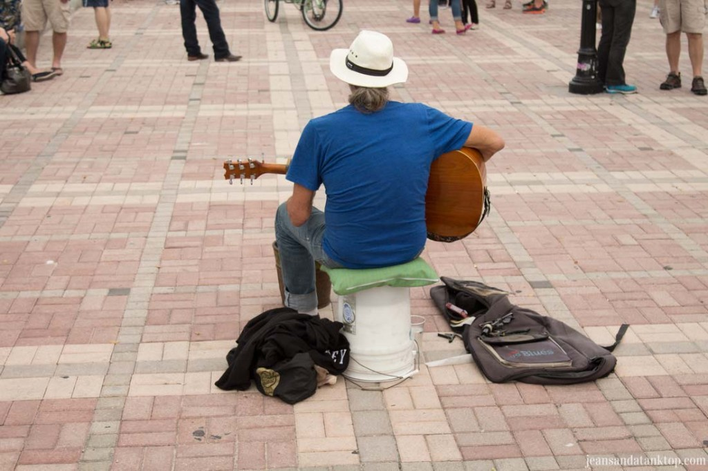 Key-West-Mallory-Square-Guitarist